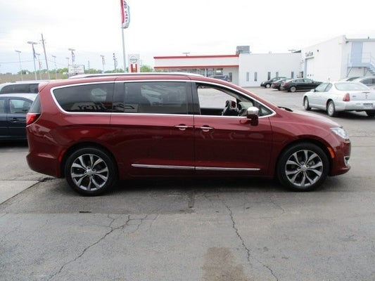 2017 Chrysler Pacifica Limited In Moline Il Courtesy Car City